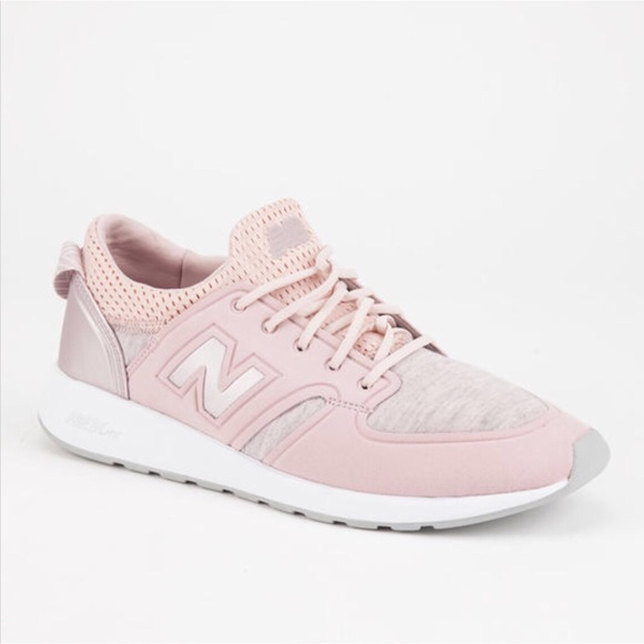 d7d359fb6fa7a NEW BALANCE 420 Metallic Slip On Womens Shoes. M_5b7f7e1534e48ac89db83ef1